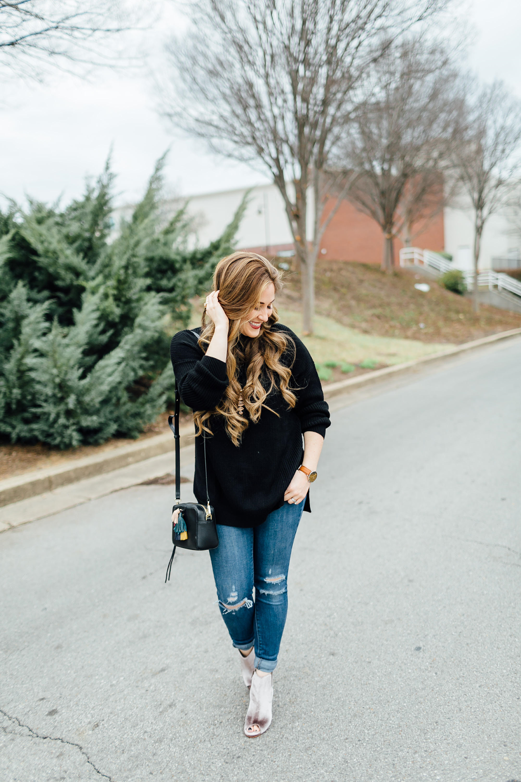 The Perfect Pair of Velvet Booties by fashion blogger Laura from Walking in Memphis in High Heels