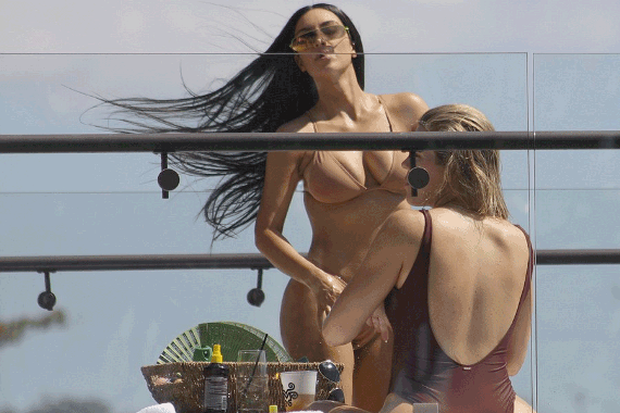 Bikini clad Kim Kardashian pictured with friend (photos)