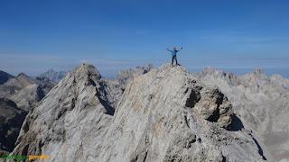 En la cima del Pico de Santa Ana en los Picos de Europa