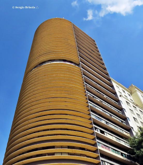 Perspectiva inferior da fachada e lateral do Edifício Montreal - Centro - São Paulo