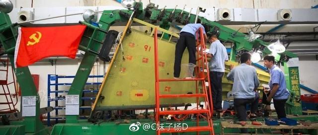 الصين تكشف النقاب عن طائرتها الهجومية الجديدة من طراز L-15B Chinese%2BHongdu%2BL-15%2BProduction%2Bline%2B6