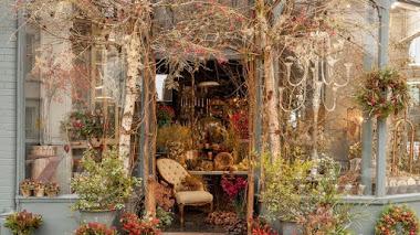 Inspiración naturalista en los bordados y arreglos florales de Zita Elze