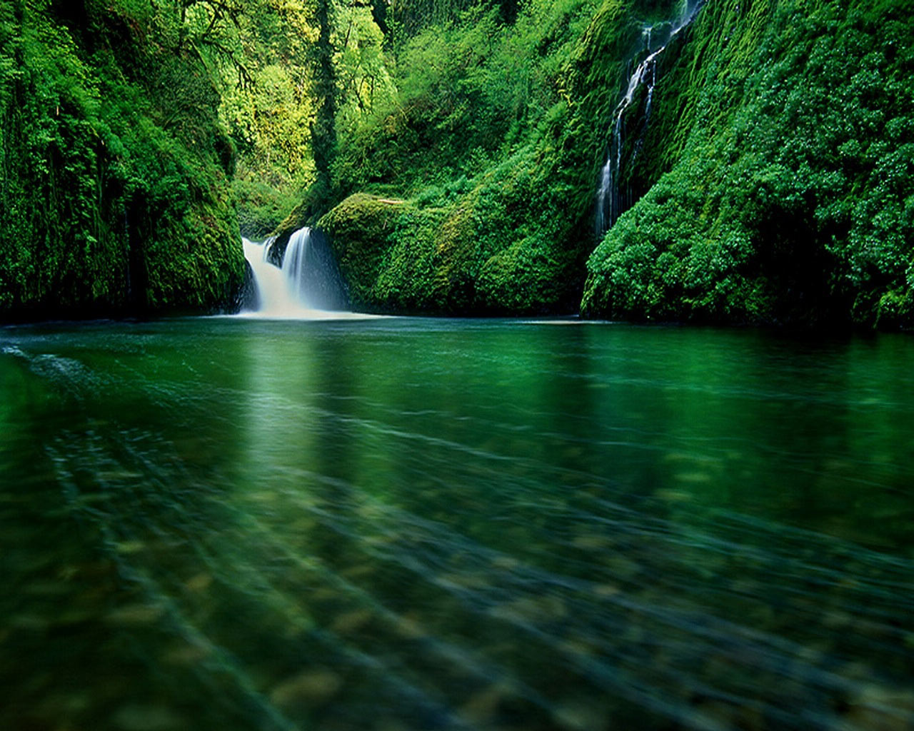 Very Nice Mountain River Wallpaper