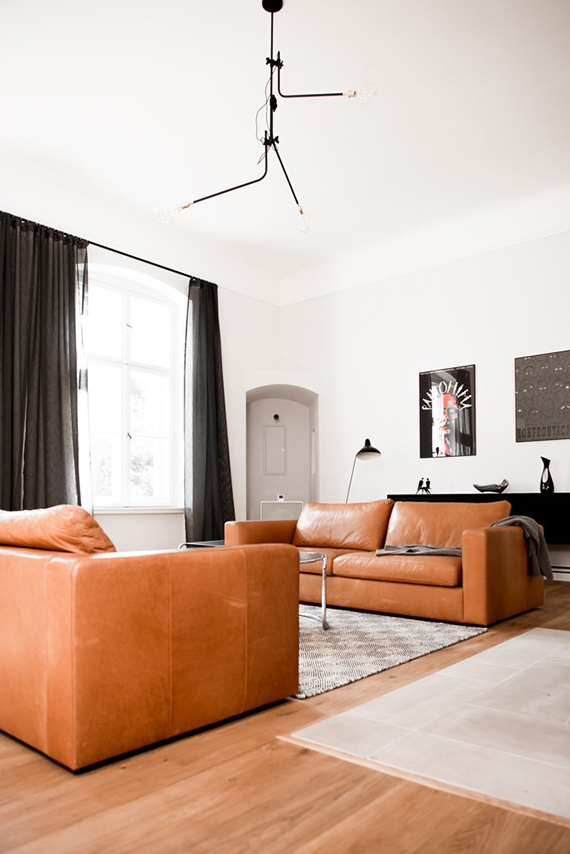 Tan leather sofas | Image by Karolina Bak via Remodelista
