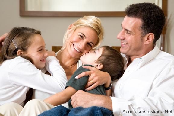 Relación familiar con adolescentes es necesario para su futuro