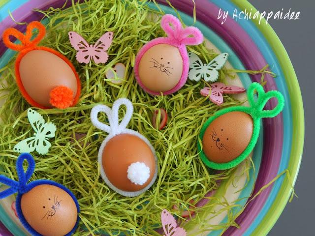 Decorare le uova con gli scovolini a forma di coniglio