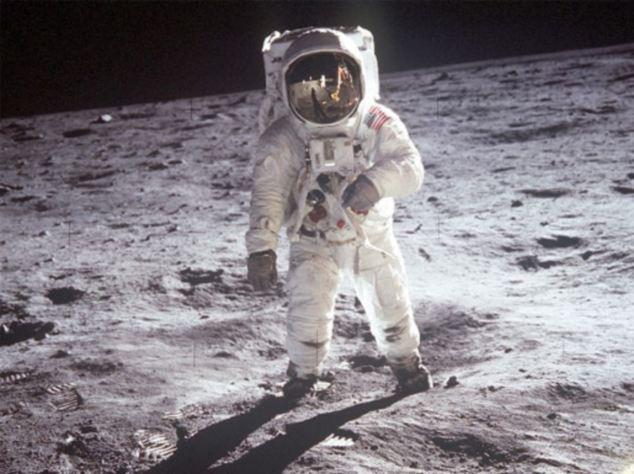 Tại sao bộ đồ vũ trụ của các phi hành gia khi hoạt động ngoài vũ trụ có màu trắng
