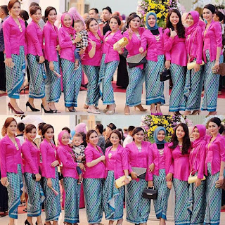 Model Modern batik kebaya kutubaru pink rok batik biru