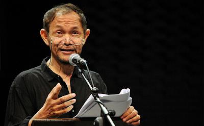 """Puisi: Aktor (Karya Goenawan Mohamad)"""