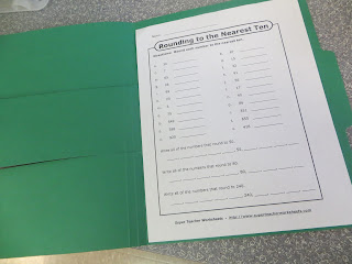 Looking for a DIY tool to differentiate instruction for elementary students?  Check out this simple idea: differentiation folders!
