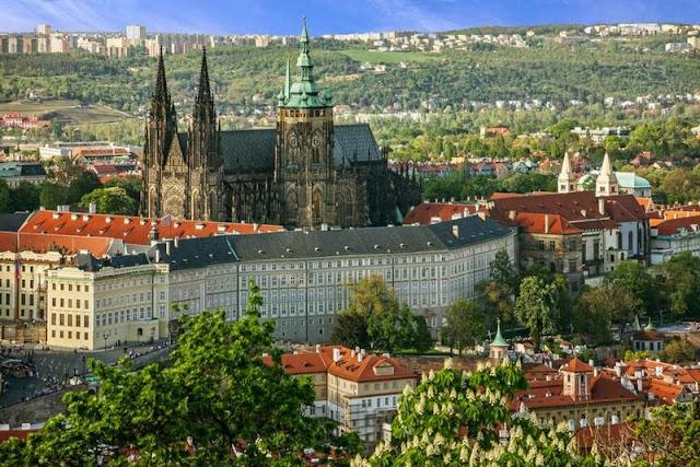 """قلعة """"براغ"""" في جمهورية """"التشيك"""""""