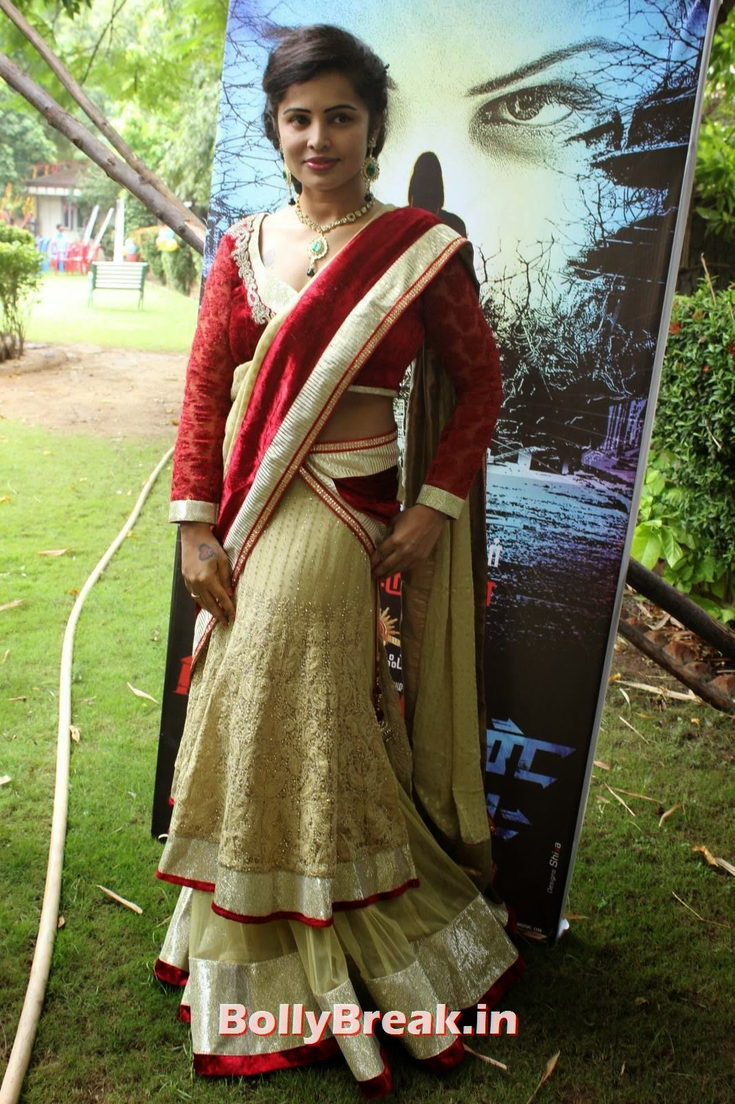 Actress Hashika Dutt Latest Photo Gallery, Actress Hashika Dutt hot Pics in low waist saree
