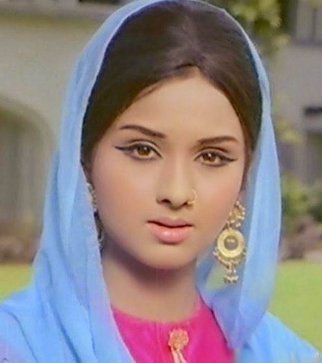 , Leena Chandavarkar hot Photos, Sexy Photo Gallery, close up images.