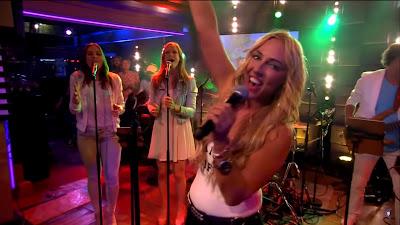 Loona - Vamos A La Playa ( RTL LATE NIGHT )