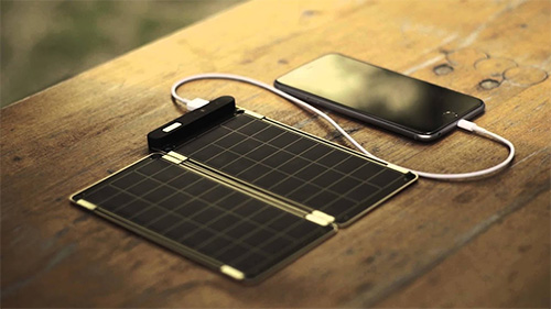 chargeur solaire smartphone randonnee