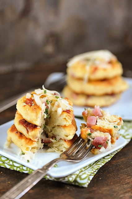 Pancakes de jamón, queso y patata.  Ham and cheese potato pancakes