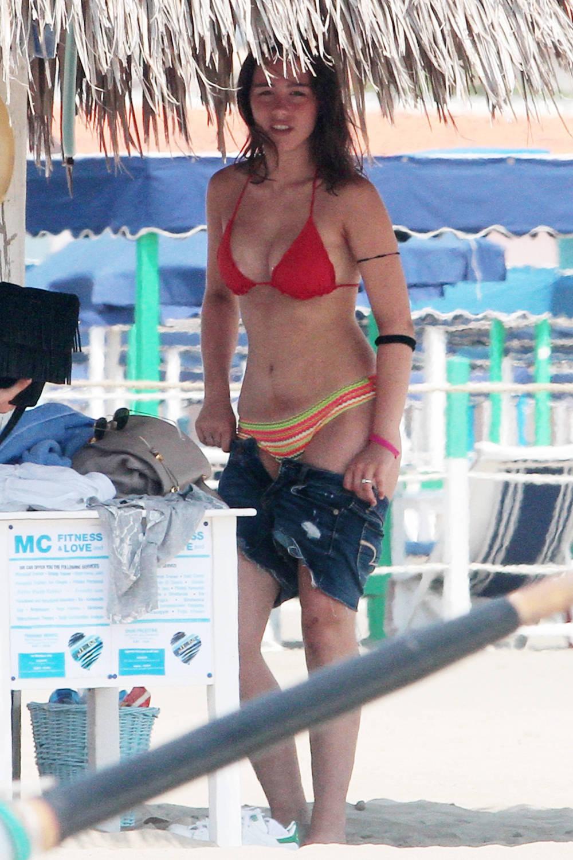 Celebrity life news photos michelle hunziker e aurora ramazzoti in bikini - Bagno elena forte dei marmi ...