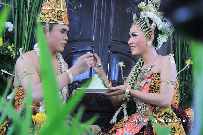 Foto Liputan Pernikahan Chaca & Peik [ 09 -  Foto Sesi Acara Panggih Winisudan ] - Foto Oleh : Klikmg Fotografer Wedding Purwokerto