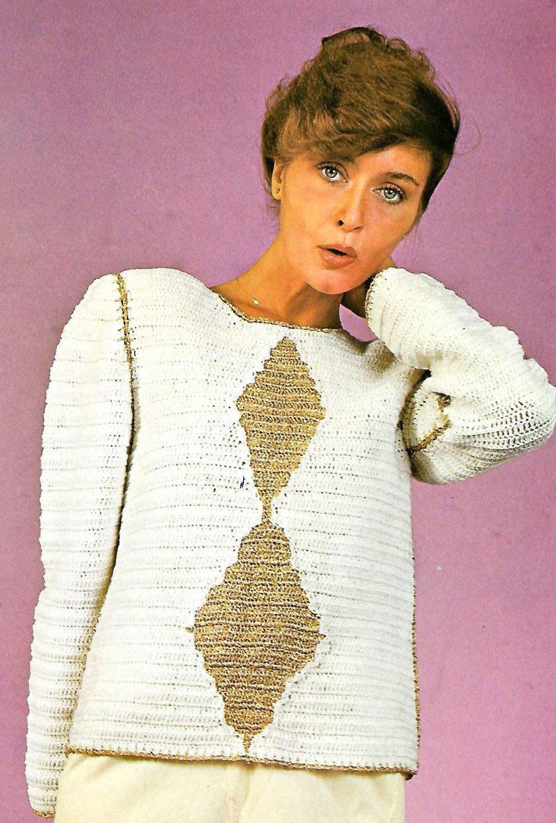 Pull jersey blanco y oro con motivos rombos centrales