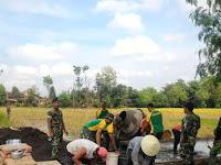 Yonif mekanis 413 Kostrad Karya Bhakti di Desa Demakan