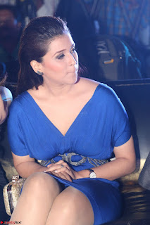 Mannara Chopra in Short Blue Dress at Rogue Movie Teaser Launch 1st March 2017 027.JPG