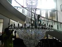cuci lampu kristal