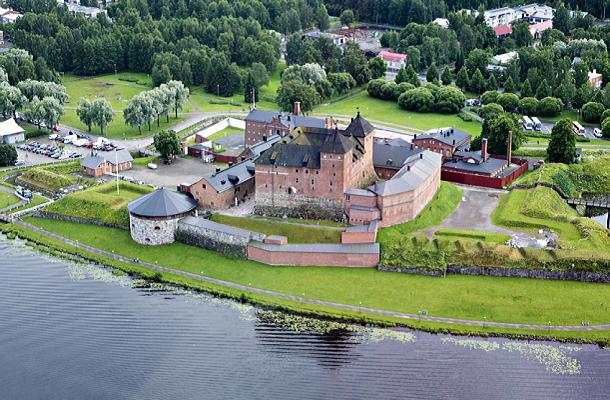 Finlandiya'nın Hämeenlinna şehrindeki hämeenlinna kalesi. Kalenin Helsinki'ye uzaklığı 1 saat