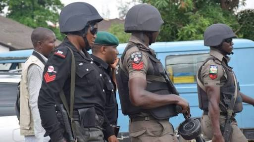 Bold Man Overpowers and Arrests Armed Robber