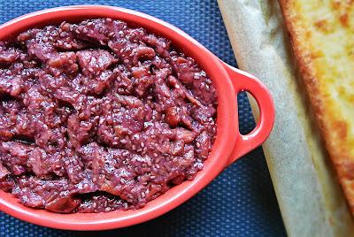 fiński pieczony naleśnik pannukkaku z dżemem owocowym