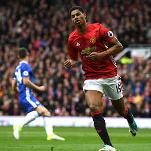Manchester United defeat Chelsea 2-0 to throw open title race