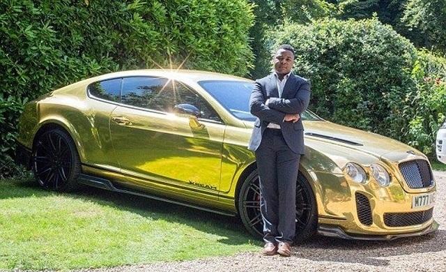 Золотой Bentley Continental GT - не единственная машина у Роберта