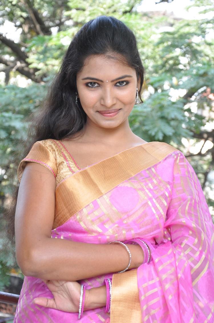 Logically Sexy bhabhi hot saree excellent