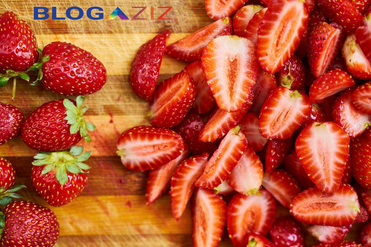 Strawberry Bisa Memutihkan Gigi Secara Sehat