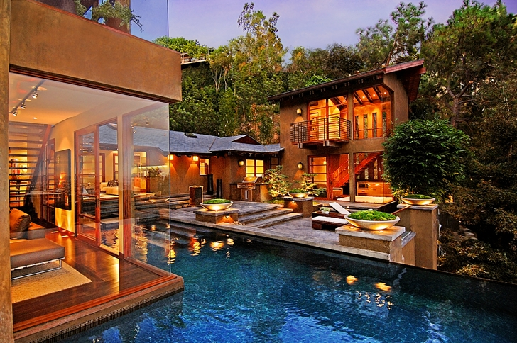 Swimming pool of Calvin Harris's new celebrity house