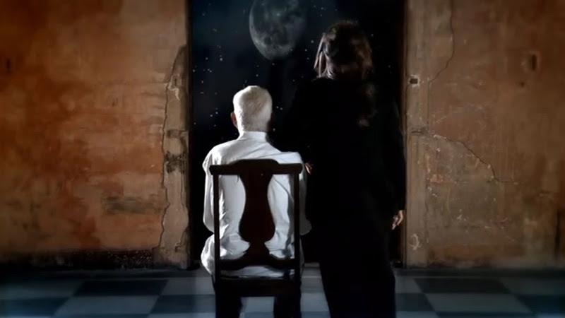 Liuba María Hevia - ¨Con los hilos de la luna¨ - Videoclip - Dirección: Pepe Hevia. Portal Del Vídeo Clip Cubano - 03