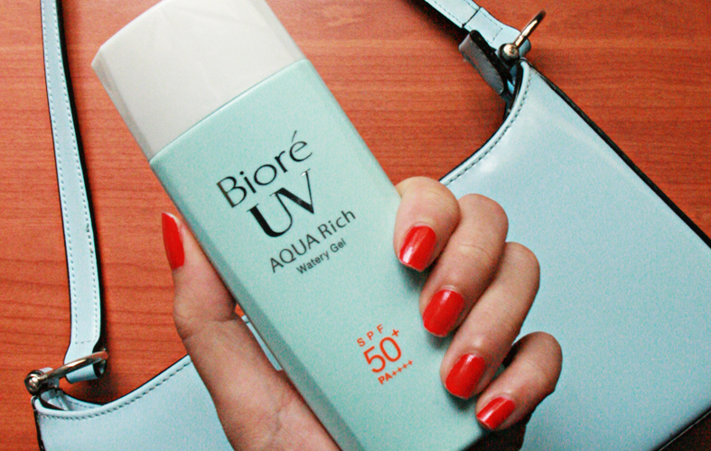 Super Light Sunscreen: Bioré UV AQUA Rich Watery Gel