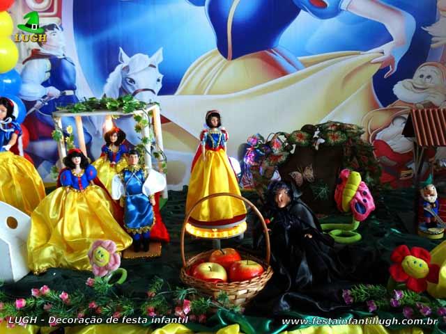 Mesa temática de aniversário Branca de Neve - Decoração infantil de tecido luxo
