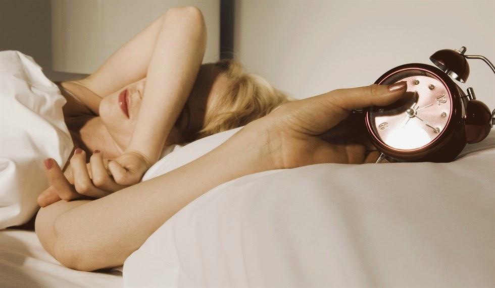 Consigli per dormire felici con il cambio di orario del passaggio da ora solare a ora legale.