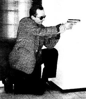 Уменьшение высоты позиции при стрельбе из пистолета