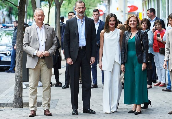 Queen Letizia wore MaxMara top and Max Mara trousers and Magrit pumps, Bimba and Lola gold earrings, she carried Adolfo Dominguez clutch bag