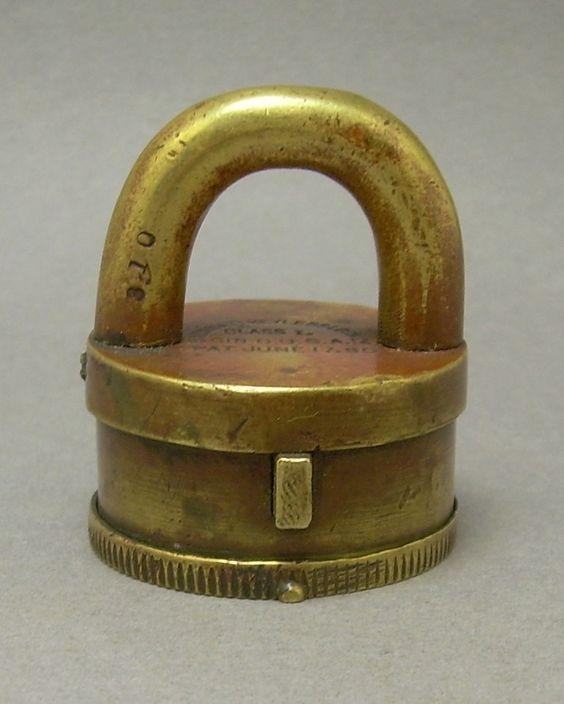antique locks and keys photofun4ucom. Black Bedroom Furniture Sets. Home Design Ideas
