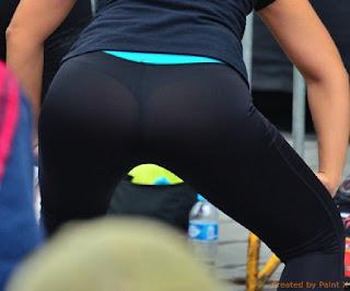 mujeres leggins transparentando tanga