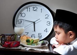 tips menahan lapar dan haus saat puasa