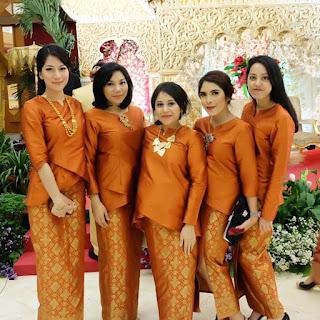 Baju Kebaya Warna Gold