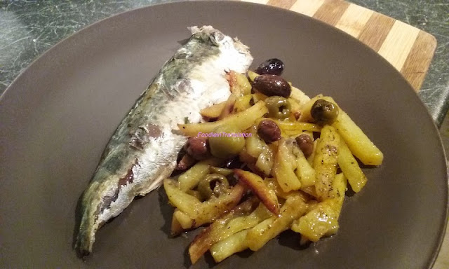 Sgombri al forno con patate e olive - Baked mackerel with potatoes and olives