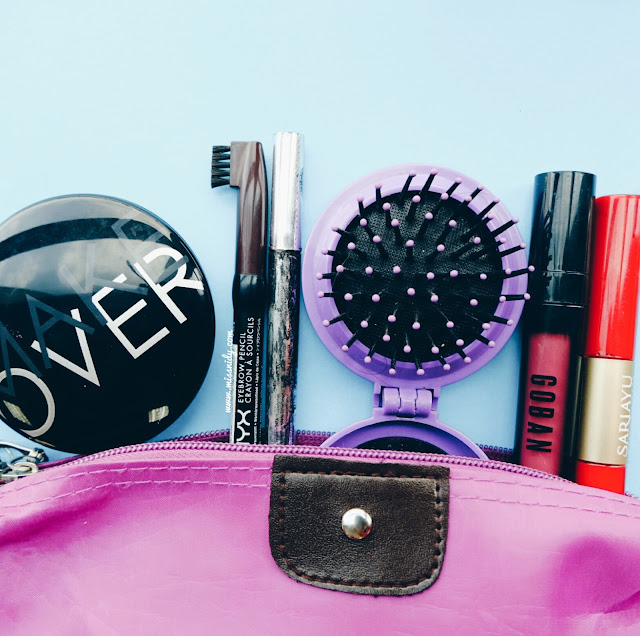 makeup yang dibawa saat travelling