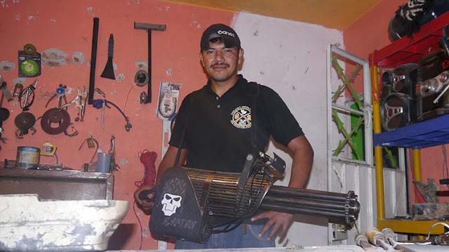 Donde esta Reynol?, el policía comunitario que inventa y fabrica armas se encuentra desaparecido
