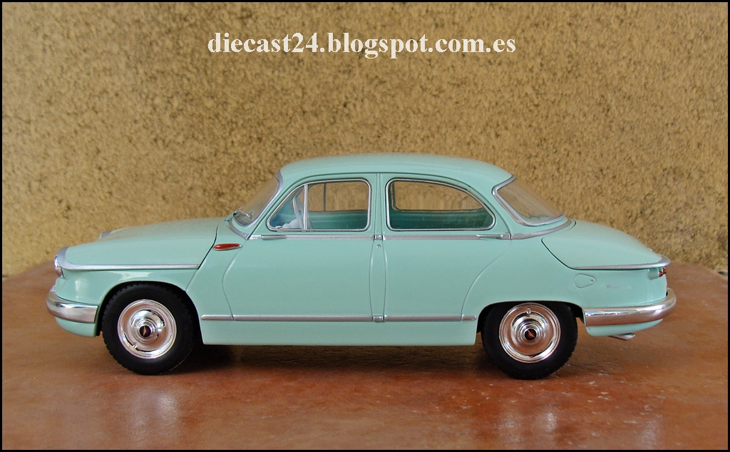 1 24 miniaturas panhard pl 17 1960 auto vintage de luxe 1 24 n 27. Black Bedroom Furniture Sets. Home Design Ideas