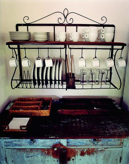paneleiro tradicional de ferro e madeira com desenhos recurvos