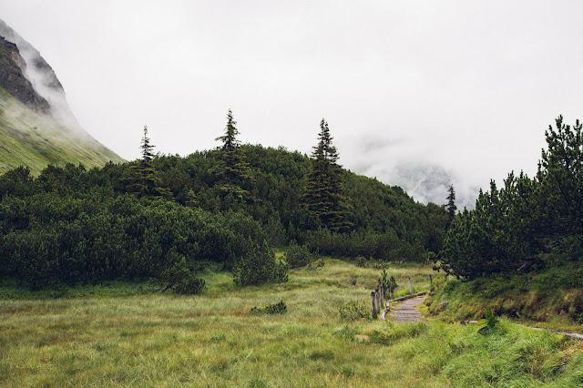 Wanderung zum Wiegensee ein echter Geheimtipp bei Regenwetter! Super Schlechtwetter Wanderung an der Grenze zwischen Vorarlberg und Tirol. Wandern Montafon Verwall 03